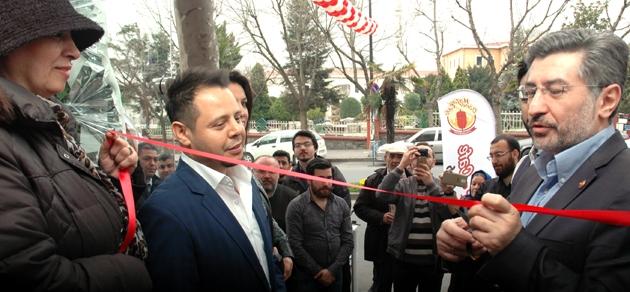 Başkan Mevlid Uyan, önce müşterilere sordu, sonra kurdeleyi kesti