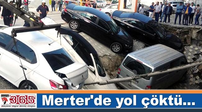 Merter'de yol çöktü...