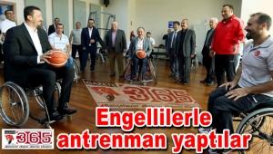Hidayet Türkoğlu Paralimpik Spor Salonu'nun açılışını yaptı
