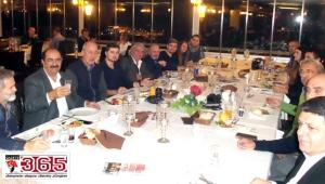 Gürbüz Çapan'dan İYGAD'ın ödüllü gazetecilerine jest…