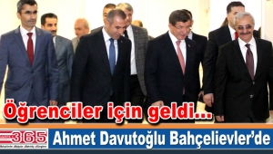 Eski Başbakan Ahmet Davutoğlu öğrencilerle buluştu