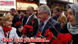 AK Parti Güngören'de 'Sevgi yürüyüşü' düzenledi
