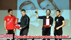 """Ahmet Kural ve Murat Cemcir'i """"Yılın En İyi Komedyeni"""" seçtiler"""