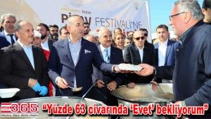 Bakan Çavuşoğlu, Bağcılar'daki festivalde pilav dağıttı