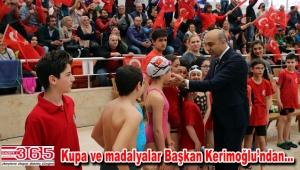 Bakırköy'deki mini olimpiyatın minikleri kupalarını aldı
