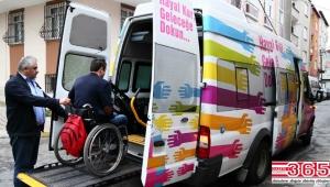 Engelli seçmenler asansörlü araçlarla oy verecekleri okullara taşınacak