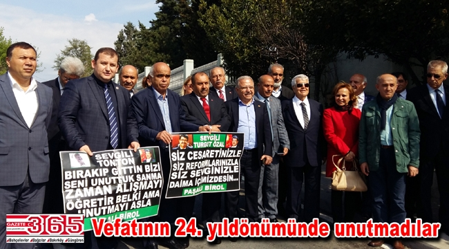 İstanbul Muhtarları Turgut Özal'ın kabrini ziyaret etti