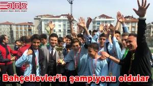 Kupayı Bahçelievler Dr.Refik Saydam Ortaokulu evine götürdü