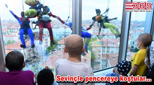 Süper kahramanlardan lösemili çocuklara 23 Nisan sürprizi