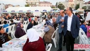 Bağcılar'da 5 Bin kişi aynı iftar sofrasında buluştu, dualarla ilk orucunu açtı