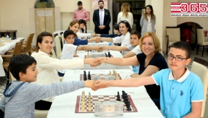 Bakırköy'de anneler ve çocuklar satranç turnuvasında buluştu