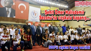 Bakırköy'deki okullar arası müsabakalarda kupalar verildi