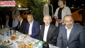 Kılıçdaroğlu havalimanında taksicilerle sahur yaptı