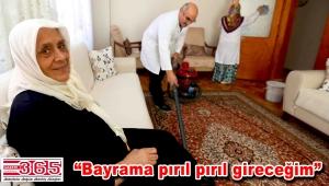 Bağcılar'da bakıma muhtaç kişilerin evinde bayram temizliği yapıldı