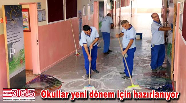 Bağcılar'da eğitim sezonu öncesi okullar temizleniyor