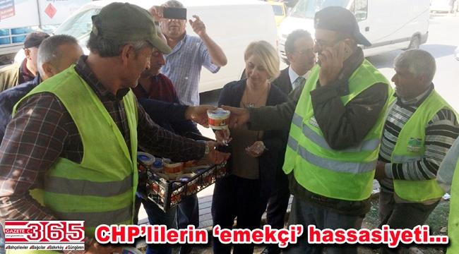 CHP Bahçelievler Kadın Kolu üyeleri halka aşure dağıttı
