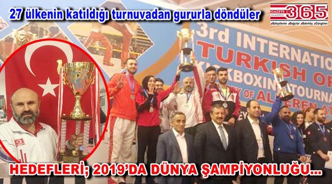 Bahçelievlerli sporcular Antalya'dan şampiyonluk kupasıyla döndüler