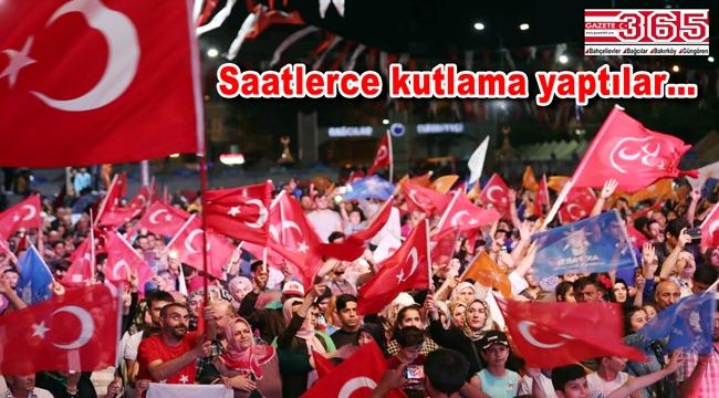 AK Parti ve MHP'li vatandaşlar sokaklarda seçim zaferini kutladı