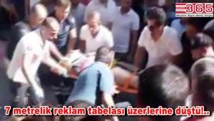 Bahçelievler'de yürüyenlerin üzerine tabela düştü: 2 kişi yaralı