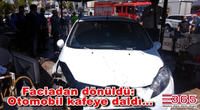 Bakırköy'de otomobil kafeye daldı: 2'si hafif 3 yaralı