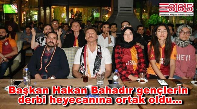Hakan Bahadır Bahçelievlerli gençlerle Galatasaray - Beşiktaş maçını izledi