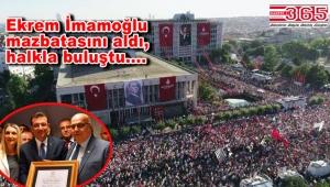 """Başkan İmamoğlu, İBB önünde halka seslendi: """"Bugün İstanbul yeni bir başlangıç yaptı"""""""