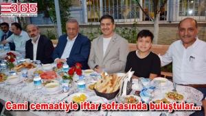 Mimar Sinan Camii Derneği iftar yemeği düzenledi