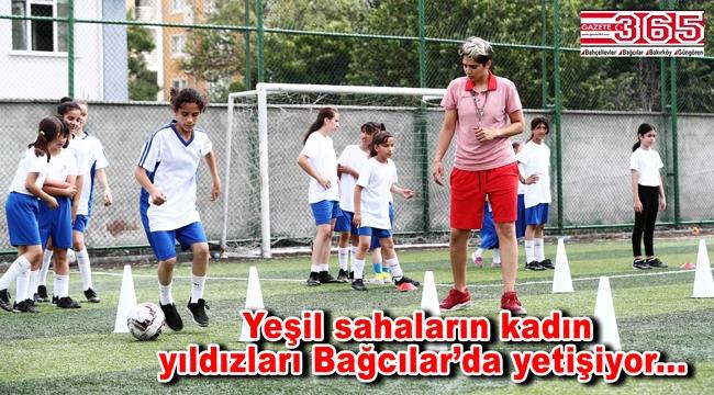 Geleceğin kadın futbolcuları Bağcılar Belediyesi Yaz Spor Okulları'nda yetişiyor