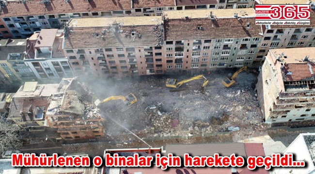 Bağcılar'daki riskli binalar yıkılıyor