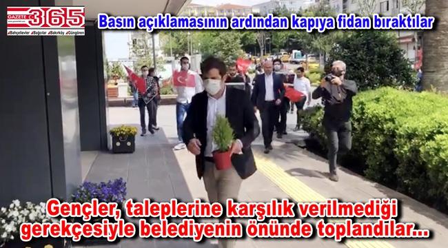 """CHP'li gençlerden belediyeye Soma tepkisi: """"Saraylar, saltanatlar bir gün çöker"""""""