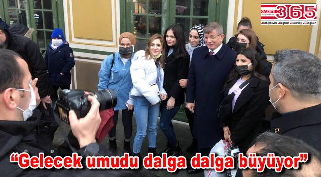 Ahmet Davutoğlu, Bakırköy'de esnaf ve vatandaşla buluştu