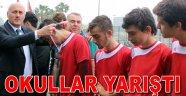 Bakırköy'de genç erkekler futbol finali nefes kesti